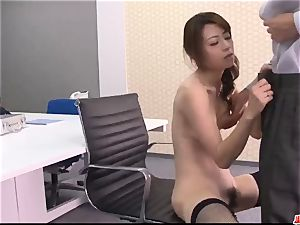 Maki Hojo unbelievable vignettes of blinding pornography at the office