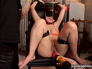 chinese dicksucker got her large cunt lubricated and toyed