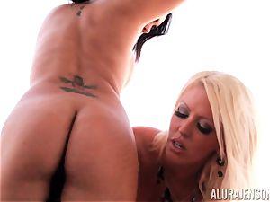Alura Jenson instructs her buddy to slurp on minge