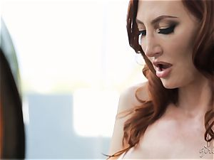 Fiesty Kendra James works her kinky girl-on-girl magic
