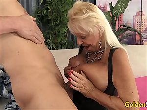 Floppy jugged grandma romps a smooth-shaven dude
