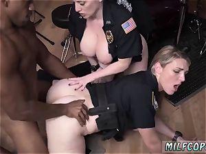 hotel housekeeper fellatio wet video seizes officer pounding a deadbeat dad.