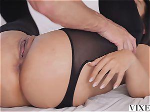 Eva Lovia plumbing an enrapturing man