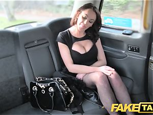 faux cab Street chick boinks cabbie for cash