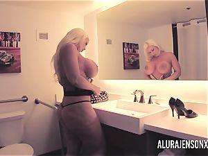 large boob ash-blonde Alura Jenson plumbing a jumpy client