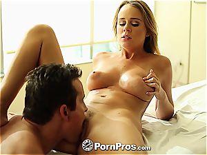 Alexis Adams uses her kinks and vulva