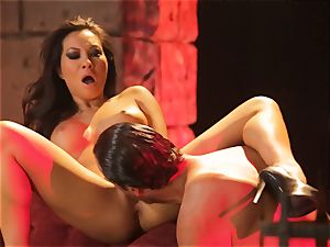 Asa Akira gets her sizzling lips obese a ginormous lengthy chisel