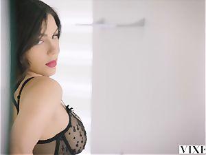 VIXEN molten Valentina Nappi tempts her married boss