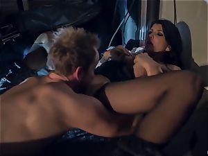 Horror fetish porno. The poor housewife Romi Rain was ambushed