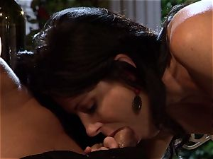 India Summers gets her mouth clogged with a monstrous cockshe cannot resist